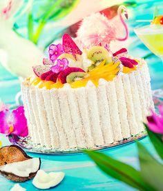 Fruchtige Torte mit Kokosnuss und Keksröllchen