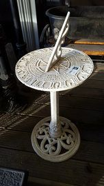 Architectural Salvage - Page 6 Sundial, Architectural Salvage, Cast Iron, Diy Projects, Gardens, Architecture, House, Arquitetura, Home