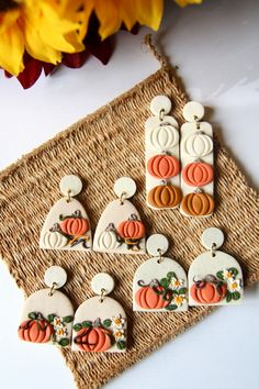 Polymer Clay Halloween, Polymer Clay Christmas, Cute Polymer Clay, Polymer Clay Projects, Polymer Clay Creations, Handmade Polymer Clay, Clay Crafts, Diy Clay Earrings, Polymer Clay Necklace