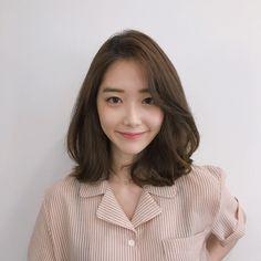Ideas For Hairstyles Trenzas Short Hair Medium Lengths Korean Hair Dye, Korean Medium Hair, Korean Hair Color, Asian Short Hair, Medium Hair Cuts, Korean Short Hairstyle, Short Hair Korean Style, Ulzzang Short Hair, Curly Short