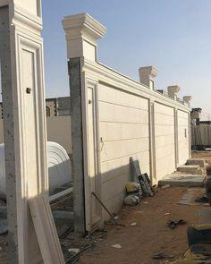 Gate Wall Design, Front Wall Design, Exterior Wall Design, House Gate Design, Fence Design, Classic House Exterior, Classic House Design, Modern House Design, Villa Design