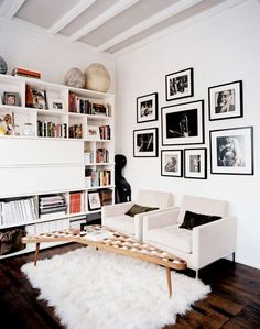white living room, love the fluffy rug