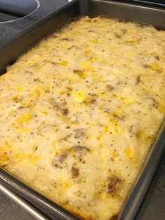 BISCUITS & GRAVY CASSEROLE - This makes for an awesome easy breakfast for the gang… Ingredients 1 pound sausage 1 ounces pork gravy mix ( 1 package of Pioneer Brand Peppered Sausage Gravy Mix ) 1 cup cheddar cheese, shredded 6 eggs cup milk to … Breakfast And Brunch, Breakfast Dishes, Breakfast Recipes, Breakfast Casserole, Breakfast Biscuits, Morning Breakfast, Sausage Gravy Breakfast Pizza Recipe, Casserole Kitchen, Breakfast Gravy