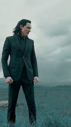 Loki Avengers, Loki Thor, Marvel Actors, Tom Hiddleston Loki, Loki Laufeyson, Marvel Characters, Marvel Movies, Marvel Avengers, Loki Wallpaper