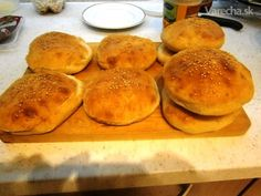 Hamburgerové žemle a hamburgre z hovädzieho mäsa (fotorecept) - recept | Varecha.sk Bread, Food, Brot, Essen, Baking, Meals, Breads, Buns, Yemek