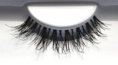 SIARGAO favUlash's high-end, classy SIARGAO human hair false eyelashes showcase your classy, elegant side. Great for everything from romancing to partying!