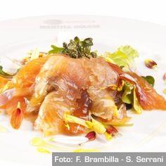 Trota salmonata affumicata con mieliva, misticanza, fiori eduli e yogurt alle erbe aromatiche - Chef Claudio Pregl