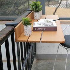Balcony railing hanging table Folding convenient hanging com Small Balcony Decor, Small Outdoor Spaces, Apartment Balcony Decorating, Apartment Balconies, Balustrade Balcon, Table With Bench Seat, Home Bar Counter, Balcony Railing, Balcony Bench