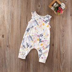 Baby Girl Sleeveless Sweet Floral Jumpers Rompers Bodysuit Playsuit Outfits 06 Month *** Click the photo for additional details. (This is an affiliate link). Jumpsuits For Girls, Girls Rompers, Easy Baby Blanket, Mini Vestidos, Baby Girl Romper, Baby Jumper, Floral Romper, Floral Bodysuit, Outfit Sets