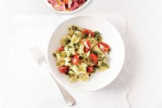 Gnocchi with pesto - Dutch recipe Pasta Recipes, Vegan Recipes, Cooking Recipes, Gnocchi Pesto, Mouth Watering Food, Pesto Recept, International Recipes, Summer Recipes, Italian Recipes