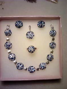 Set cercei, inel, bratara si pandantiv din argint (10mm) si cristale Swarovski montate in Ceralun.