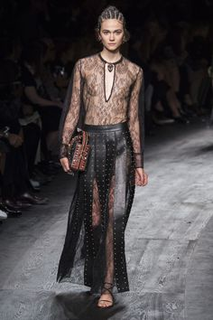 Valentino Spring 2016 Ready-to-Wear Fashion Show - Rachel Finninger (OUI)