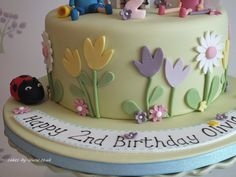 Kids cake; simple; ben holly; flowers Happy 2nd Birthday, Birthday Cake Girls, 4th Birthday Parties, Birthday Ideas, Ben And Holly Cake, Ben E Holly, Occasion Cakes, Party Time, Cake Decorating