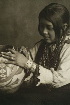 heaveninawildflower: 'The Pottery Maker, Nampeyo (painting pottery). Gelatin silver print by Carl Moon Circa 1904 Image and text courtesy NYPL Digital Gallery Native American Pottery, Native American Indians, Native Indian, Native Art, Indian Art, Southwest Pottery, Southwest Art, Pueblo Pottery, First Nations