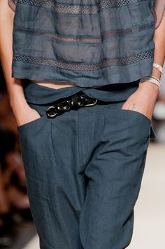 Isabel Marant at Paris Fashion Week Spring 2014 - Details Runway Photos Fashion Week Paris, Spring Fashion, Fashion Mode, Look Fashion, Womens Fashion, Fashion Trends, Looks Style, Style Me, Fashion Details