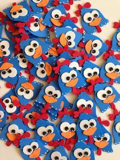 Apliques da galinha pintadinha em EVA. Feito com muito carinho para sua satisfação. Perfeito acabamento. Tam. 5 X 6 cm Pencil Toppers, Party Games, Diy And Crafts, Alice, Happy Birthday, Kids Rugs, Baby Shower, Crafty, Maria Elisa