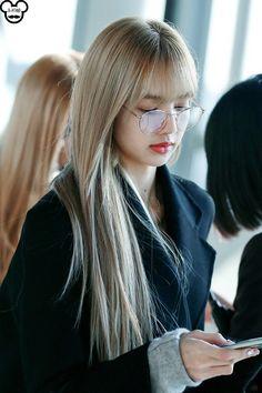 Kim Jennie, South Korean Girls, Korean Girl Groups, Lisa Blackpink Wallpaper, Kim Jisoo, Casual Hairstyles, Blackpink Photos, Blackpink Fashion, Blackpink Lisa