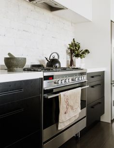 Hopping straight from one new-build to another has given this family an instant upgrade and the chance to experiment with finishes Kitchen Cabinetry, Kitchen Appliances, Kitchens, Stone Benchtop, Raked Ceiling, Interior Design Advice, Interior Decorating, Alice, Splashback