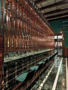 Designed by Daniela Colli, VyTa Santa Margherita is a luscious Italian espresso bar set inside the iconic Santa Maria Novella railway station in Florence. Cafe Bar, Cafe Restaurant, Restaurant Design, Luxury Restaurant, Chinese Restaurant, Santa Maria, Lounge Bar, Santa Margherita, Espresso Bar