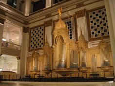 Wanamaker Grand Court Organ in the Wanamaker Building by Shana Lee, via Flickr