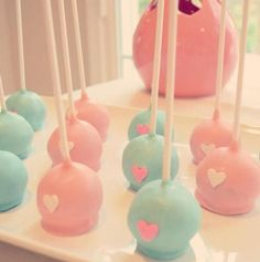 Love cake pops for a baby shower Pregnancy Gender Reveal, Baby Shower Gender Reveal, Pink Cake Pops, Bar A Bonbon, Baby Shower Cake Pops, Pop Baby Showers, Gender Party, Cakepops, Love Cake