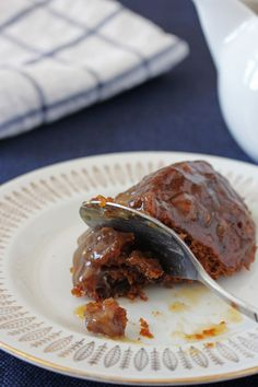 Sticky toffee pudding… à la mijoteuse Sticky Toffee Pudding, Steak, Sweets, Desserts, Recipes, Food, Healthy Slow Cooker, Sweet Recipes, Butterscotch Pudding