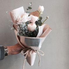 «주문 레슨문의 Katalk ID vanessflower52 #vanessflower #vaness #flower #florist #flowershop #handtied #flowergram #flowerlesson #flowerclass #바네스 #플라워 #바네스플라워…»