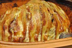Römertofpen kom så og sejrede igen! I dag serverede den den lækreste nakkefilet for os. Nakkesteg i Römertopf stegt som vildt med rigeligt flødesauce og tyttebær, hertil hasselback kartofler. Sikke en fornem søndagsmenu! Så velsmagende, så mør,