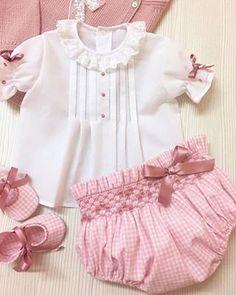 Moda Infantil Made In Spain Insta Frocks For Girls, Kids Frocks, Dresses Kids Girl, Kids Outfits, Baby Kind, My Baby Girl, Baby Girls, Baby Girl Fashion, Kids Fashion