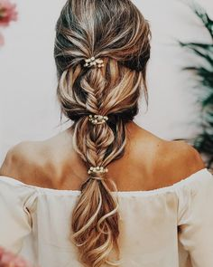 34 Beautiful Braided Wedding Hairstyles for the Modern Bride Bridesmaid Hair Updo beautiful braided bride Hairstyles modern wedding Braid Styles, Short Hair Styles, Bridal Ponytail, Wedding Braids, Bridal Hair Braids, Fishtail Braid Wedding, Formal Ponytail, Pretty Braided Hairstyles, Gorgeous Hairstyles