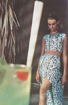 jeanshrimpton:      Vogue UK January 1963 JeanShrimpton photographed byBailey in Mexico  (Scan thanks to Jane Davis)