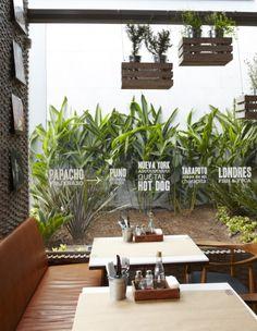 Papachos restaurant branding 06