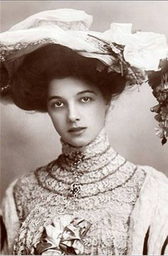 Gorgeous woman, ca. 1900.