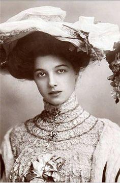Gorgeous woman, ca. 1900.