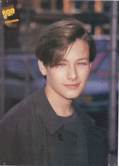 kinda forgetting what i thought johnny looked like in my head tbh Edward Furlong, Couple With Baby, John Connor, Celebrity Siblings, 80s Hair, Aesthetic People, 90s Hairstyles, Mtv Movie Awards, Perfect Boy