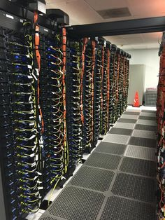 Some great cable management They did an excellent job Data Center Rack, Hifi Video, Data Center Design, Network Organization, Home Electrical Wiring, Technology Innovations, Structured Cabling, Network Infrastructure, Server Rack