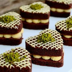 Delicious dessert to share after a delicious dinner. Heart Healthy Desserts, Mini Desserts, Sweet Desserts, Donut Recipes, Pastry Recipes, Cookie Recipes, Dessert Recipes, Mini Cakes, Cupcake Cakes
