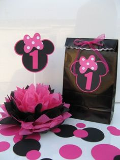 Image detail for -Minnie Mouse favor bags One Dozen any number can be purchased . Minnie Mouse Favors, Minnie Mouse Birthday Theme, Minnie Mouse Decorations, Minnie Mouse Party, 1st Birthday Girls, 2nd Birthday Parties, Birthday Ideas, Favor Bags, Gift Bags