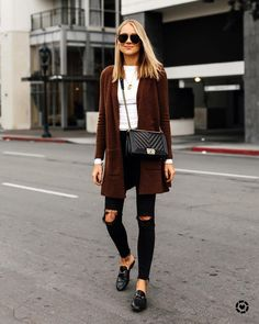 How To Wear Black Jeans Outfits Ripped Denim 49 Ideas For 2019 Mode Outfits, Jean Outfits, Winter Outfits, Casual Outfits, Casual Shoes, Princetown Gucci, Only Cardigan, Fashion Jackson, Trendy Swimwear