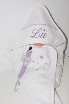 baby box: cape de bain / sortie de bain+attache-tétine bébé grise/mauve personnalisée avec étoiles et prénom brodés