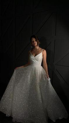 Pretty Prom Dresses, White Wedding Dresses, Ball Dresses, Bridal Dresses, Beautiful Dresses, Wedding Gowns, Ball Gowns, Glitter Wedding Dresses, Beaded Wedding Dresses