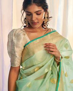 Saree Blouse Neck Designs, Saree Blouse Patterns, Fancy Blouse Designs, Designer Blouse Patterns, Latest Blouse Designs, Traditional Blouse Designs, Traditional Silk Saree, Latest Designer Sarees, Indian Designer Sarees