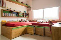 Espaço sob camas nunca é desperdiçado - Projeto @egginteriores