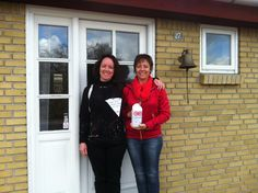 Søstrene Winkelmann samler ind i Kirke Sonnerup #Landsindsamling #Visflaget