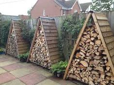 Shed Plans - Wooden pallets shed for storing of logs: 24 Practical DIY Storage Solutions for Your Garden and Yard - Now You Can Build ANY Shed In A Weekend Even If You've Zero Woodworking Experience! Firewood Shed, Firewood Storage, Firewood Holder, Stacking Firewood, Stacking Wood, Lumber Storage, Outdoor Firewood Rack, Wood Storage Sheds, Diy Yard Storage