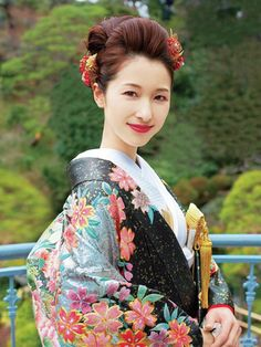 立体感と存在感があるゴージャスなスタイル☆ 色打掛に合う冬らしい髪型一覧。白無垢ヘアの参考にも☆