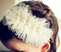 Tulle and Pearl Head Band by VintageChicCouture on Etsy, pic only Hair Ribbons, Diy Hair Bows, Vintage Headbands, Baby Headbands, Diy Hairstyles, Pretty Hairstyles, Do It Yourself Baby, Diy Headband, Diy Hair Accessories