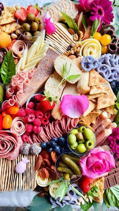 Party Food Buffet, Party Food Platters, Party Trays, Party Snacks, Appetizers For Party, Appetizer Recipes, Charcuterie Recipes, Charcuterie Platter, Charcuterie And Cheese Board