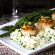 Pistachio-Encrusted Sea Scallops with Champagne Risotto and Roasted Asparagus. This easy risotto is baked instead of stirred for an easy, restaurant-quality meal at home. Roasted Beets And Carrots, Seafood Recipes, Cooking Recipes, Seafood Dishes, Romantic Dinner Recipes, Romantic Dinners, Dinner Ideas, Recipes Dinner, Pistachio Recipes