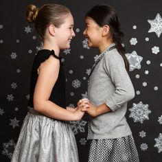 Some festive sweetness to start your week! 💙We have lots of gorgeous holiday & occasion wear for girls & boys ❄️